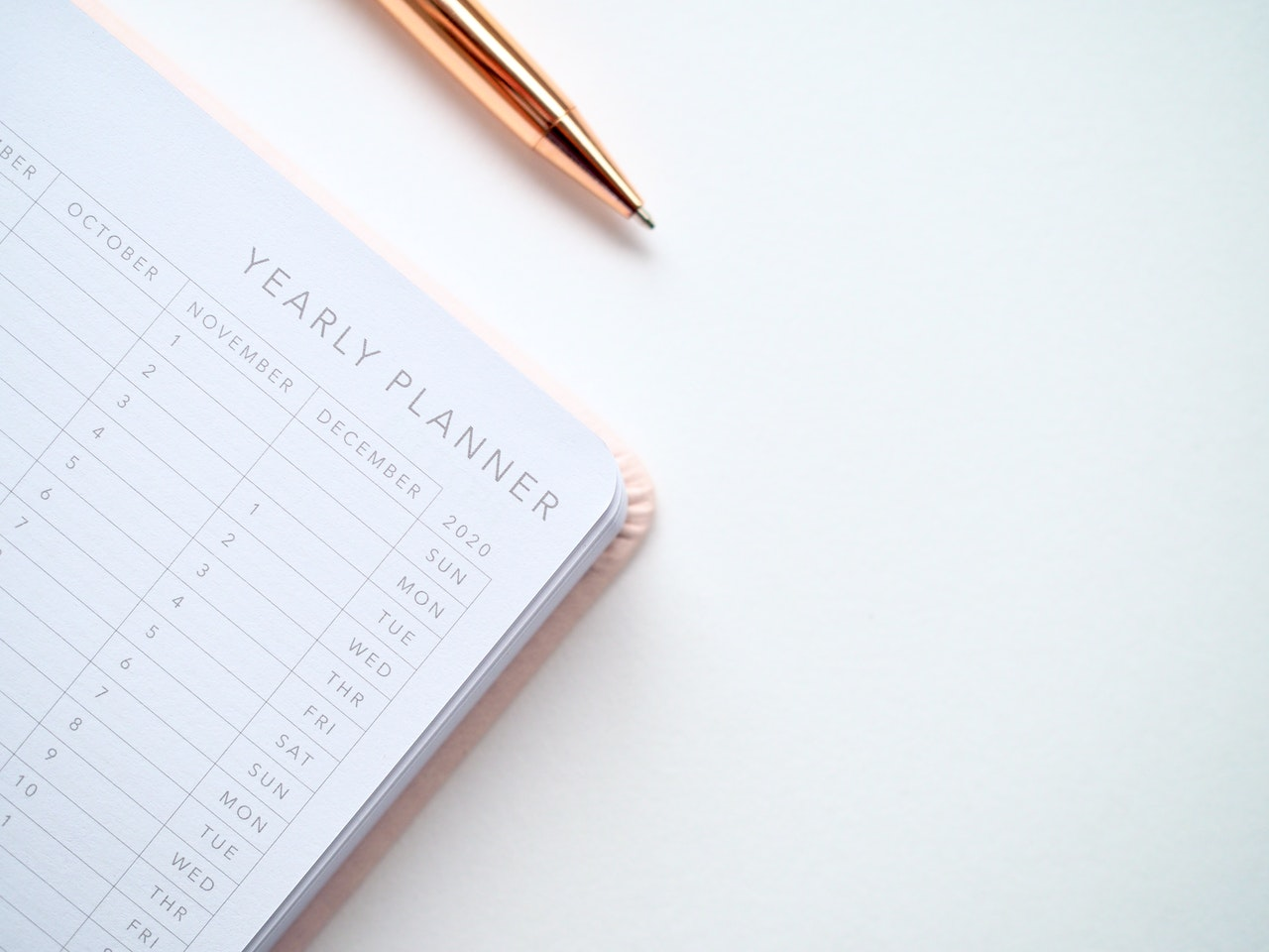 Image of calender and pen on desk